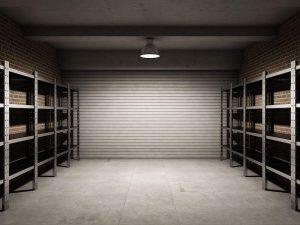 Garage vuoto con staggere